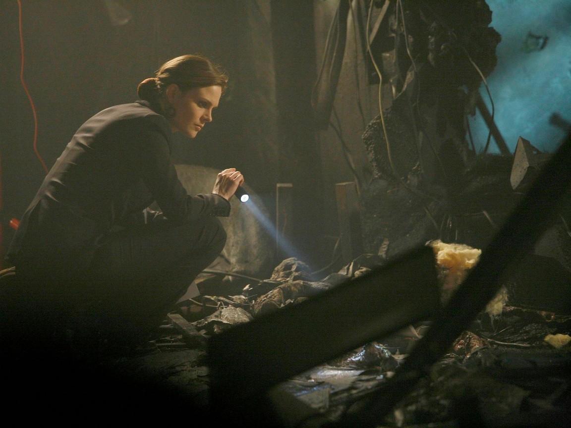 Bones - Season 2 Episode 06: The girl in suite 2103
