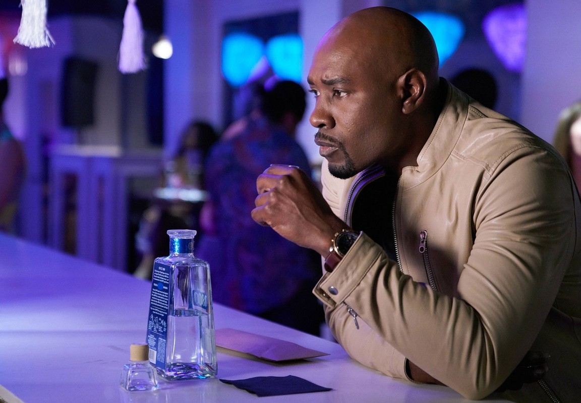Rosewood - Season 2 Episode 12:  Asphyxiation and Aces