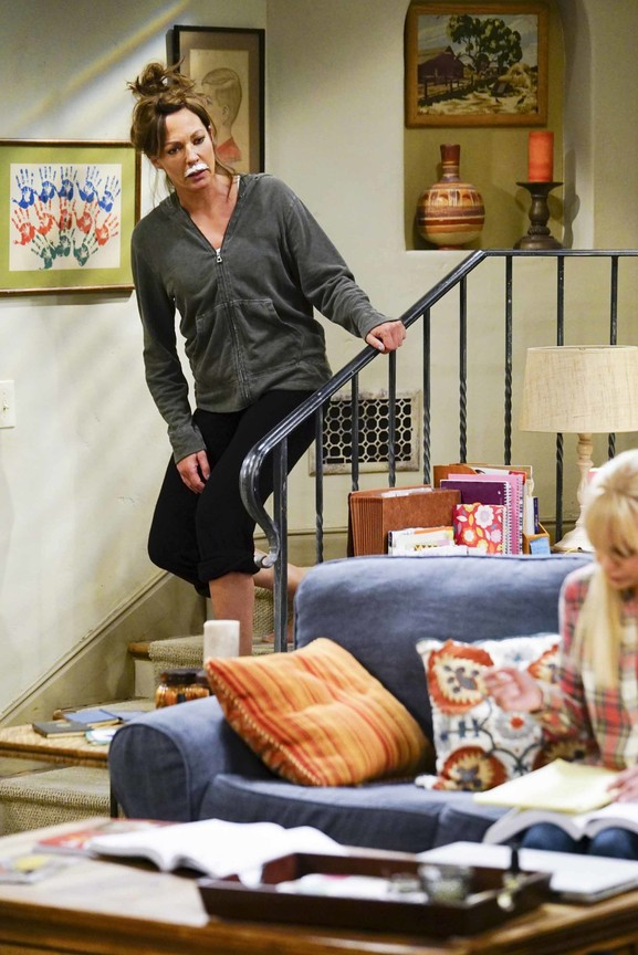 Mom - Season 5 Episode 01: Twinkle Lights and Grandma Shoes