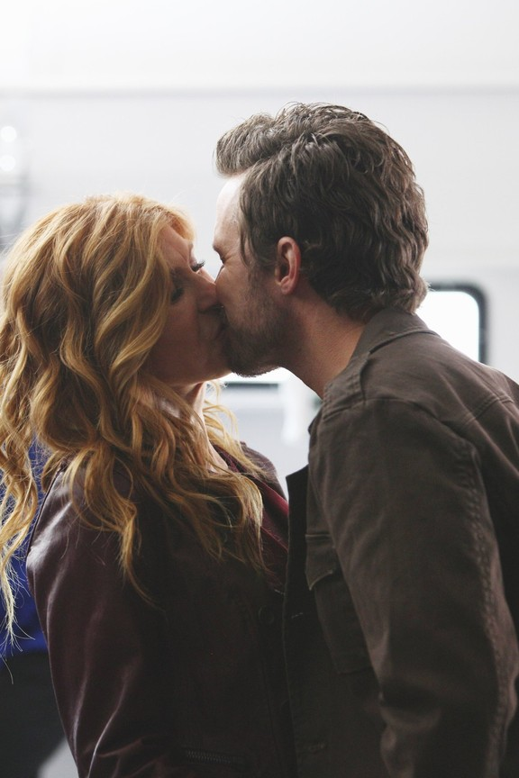 Nashville - Season 2 Episode 13: It's All Wrong, But It's All Right