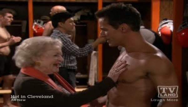Hot in Cleveland - Season 3 Episode 08: God and Football