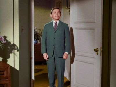 Bewitched - Season 1 Episode 36: Cousin Edgar