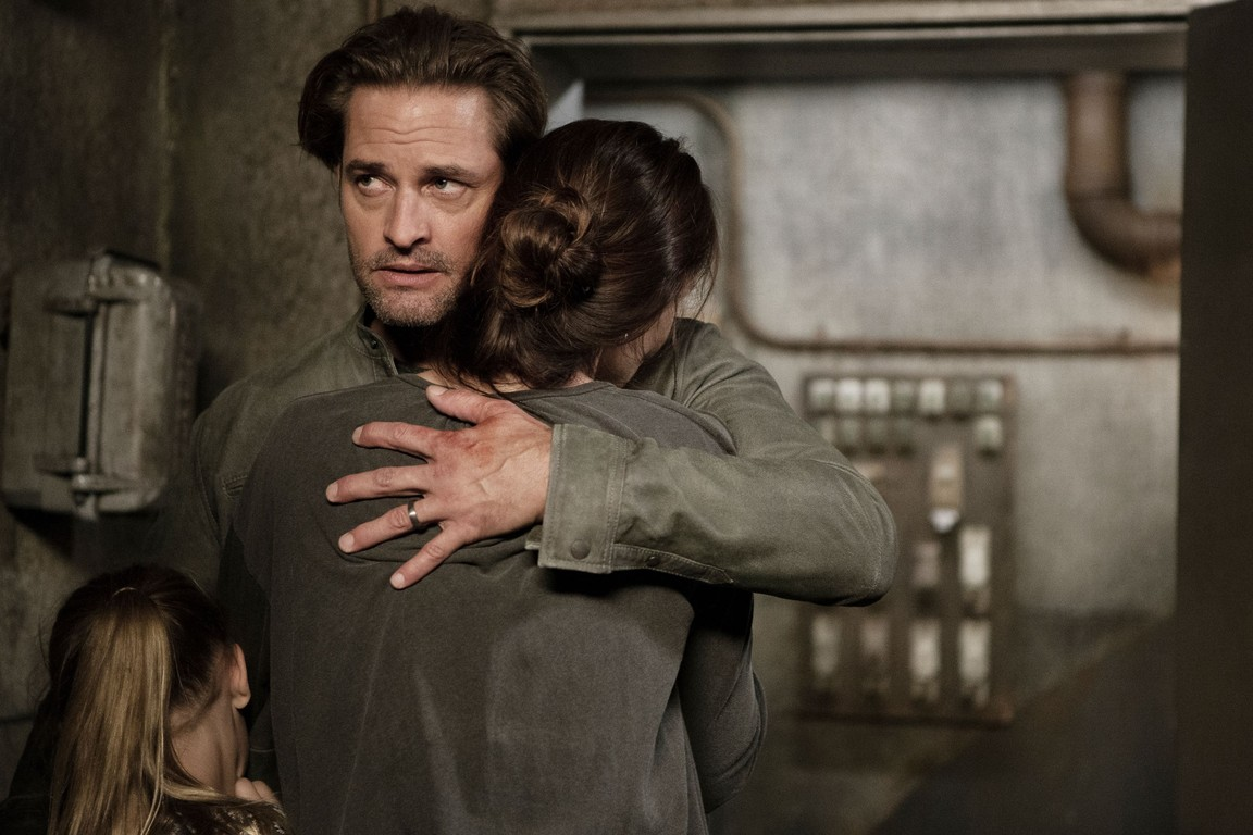 Colony - Season 2 Episode 09: Tamam Shud