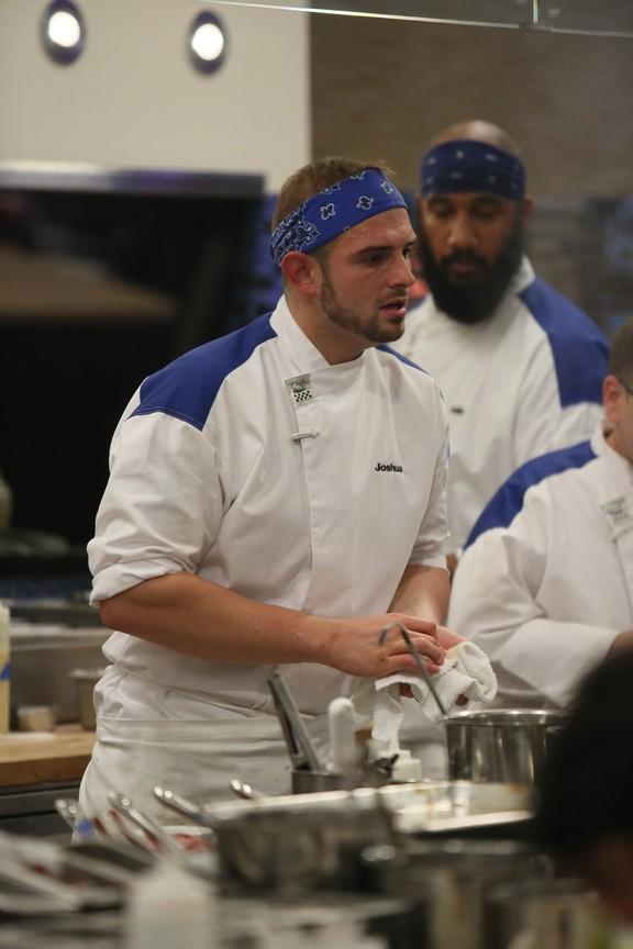 Hell's Kitchen - Season 14 Episode 02: 17 Chefs Compete