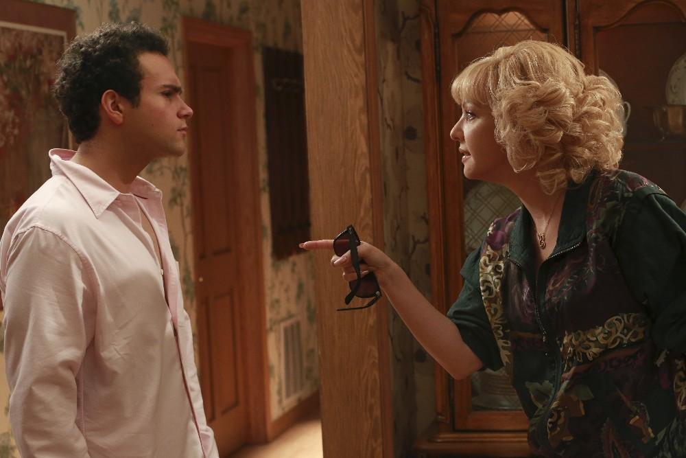 The Goldbergs - Season 3 Episode 1 A Kick-Ass Risky Business Party
