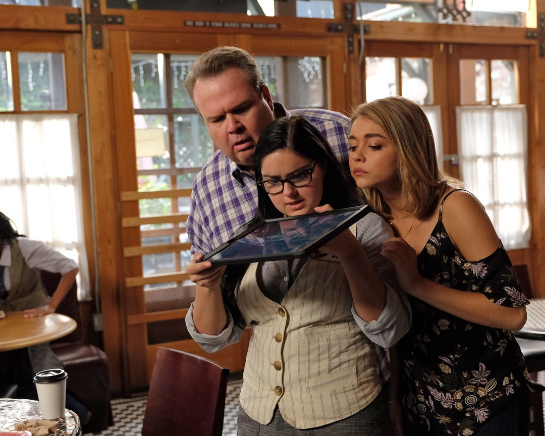 Modern Family - Season 8 Episode 11: Sarge & Pea