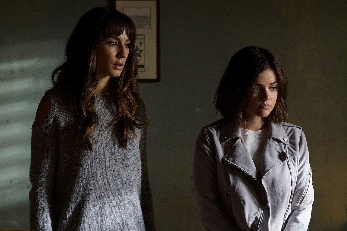 Pretty Little Liars - Season 7 Episode 08: Exes and OMGs