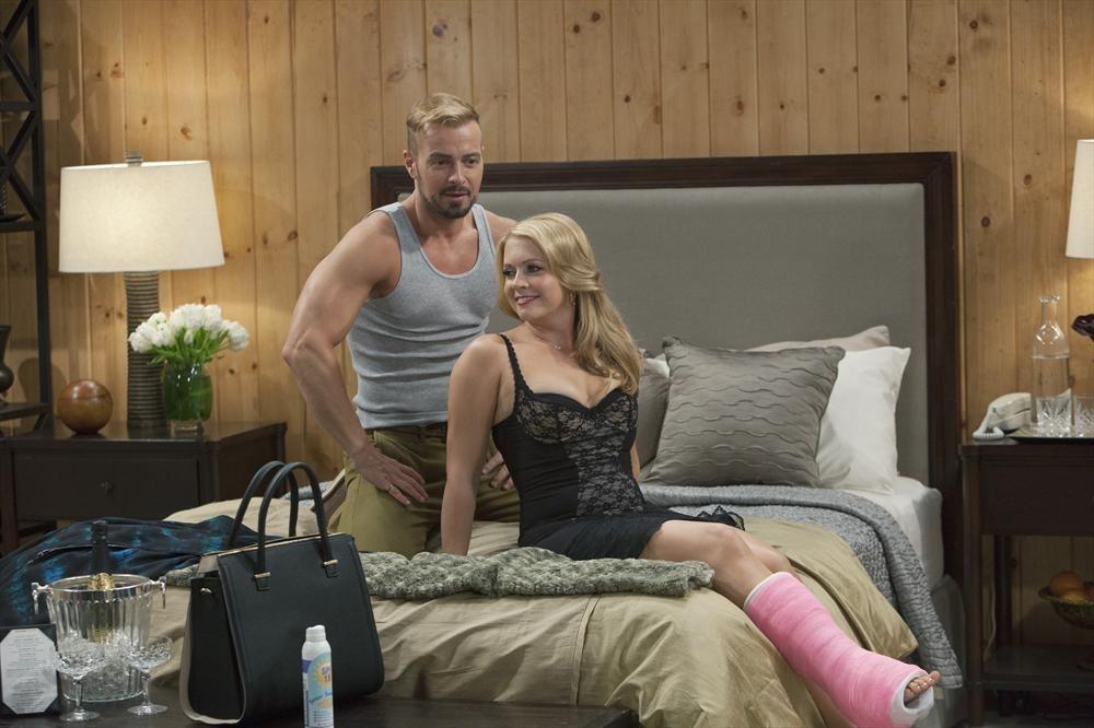 Melissa And Joey - Season 4 Episode 03: The Honeymooners