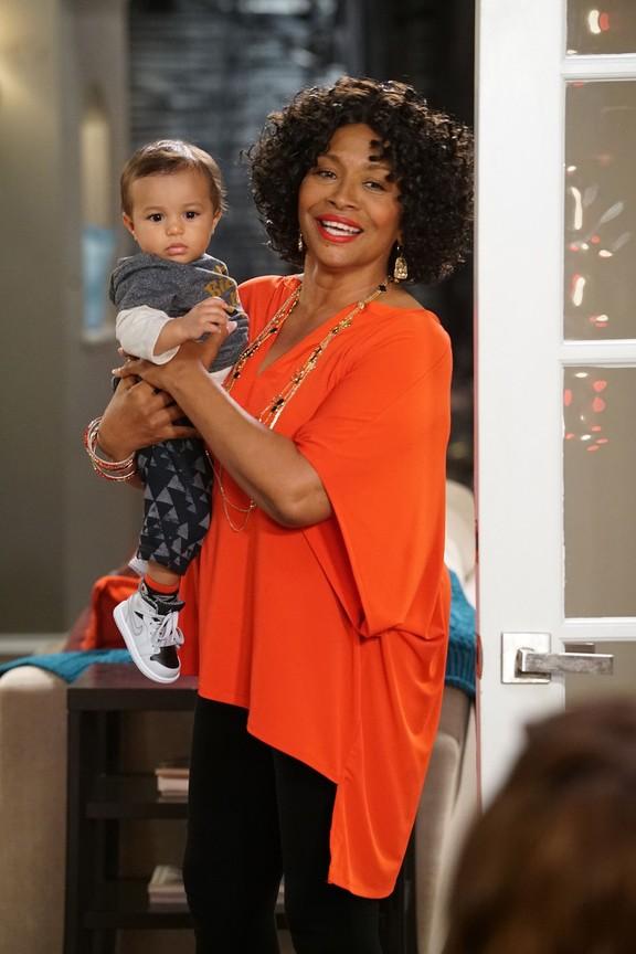 Black-ish - Season 3 Episode 10: Just Christmas, Baby
