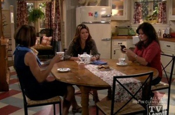 Hot in Cleveland - Season 1 Episode 09: Good Luck Faking the Goiter