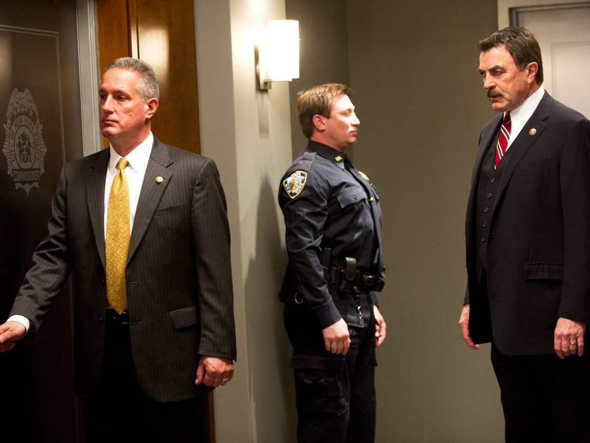 Blue Bloods - Season 2 Episode 22: Mother's Day