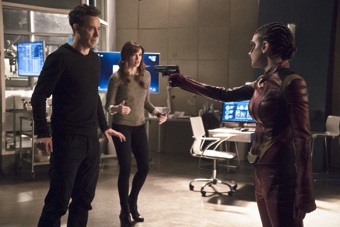 The Flash - Season 2 Episode 16: Trajectory