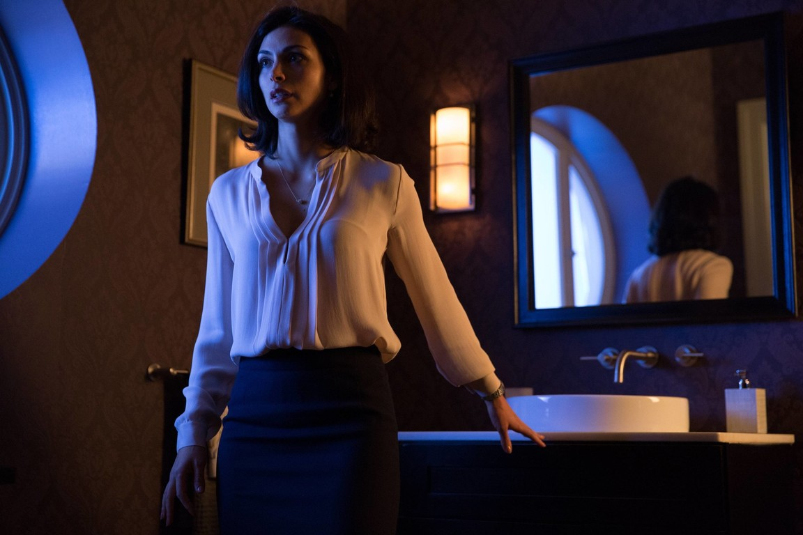 Gotham - Season 1 Episode 22: All Happy Families Are Alike