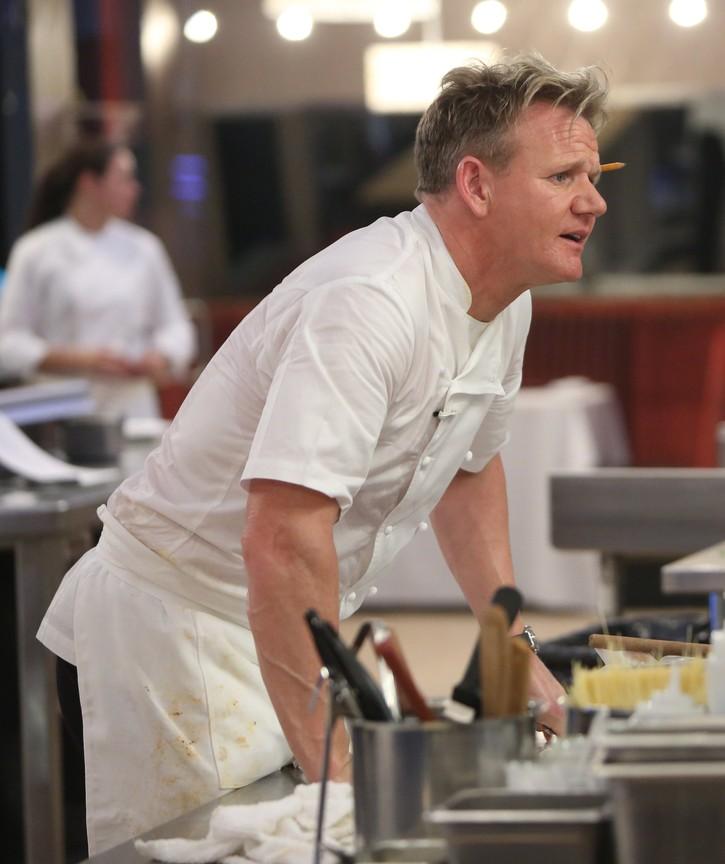 Hell's Kitchen - Season 15 Episode 01: 18 Chefs Compete
