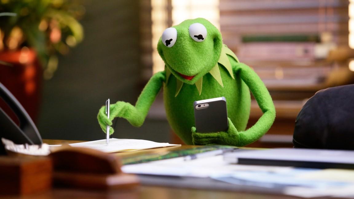 The Muppets - Season 1 Episode 03: Bear Left Then Bear Write