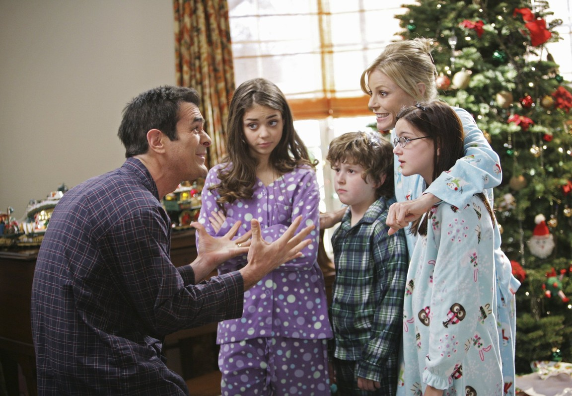 Modern Family - Season 1 Episode 10: Undeck the Halls