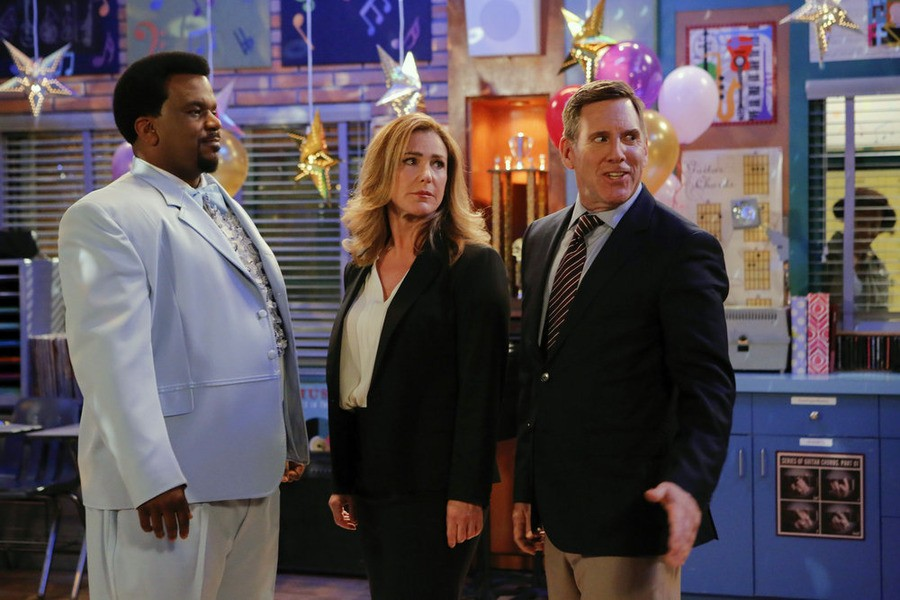 Mr. Robinson  - Season 1 Episode 01: Pilot