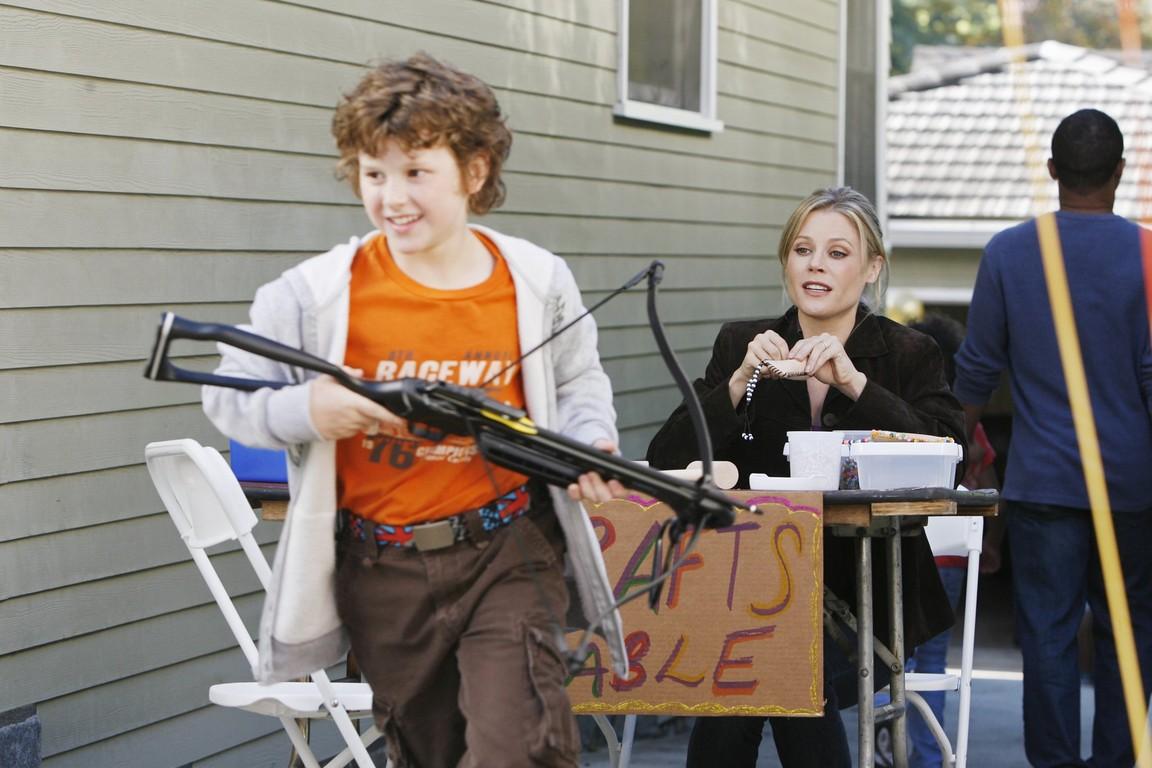 Modern Family - Season 1 Episode 09: Fizbo
