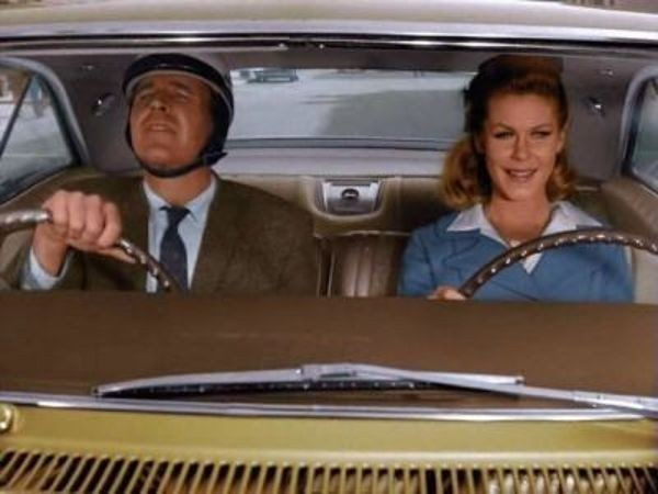 Bewitched - Season 1 Episode 26: Driving Is the Only Way to Fly