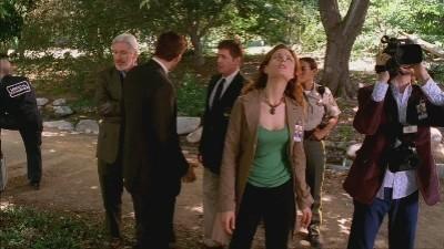 Bones - Season 1 Episode 03: A boy in a tree