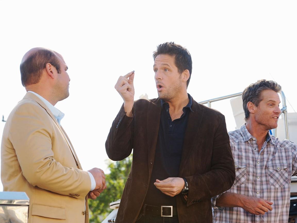 Cougar Town - Season 2 Episode 15: Walls