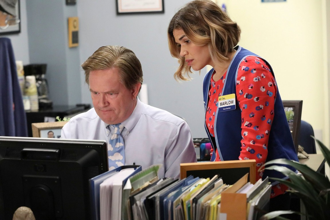 Superstore - Season 2 Episode 18: Glenn's Kids