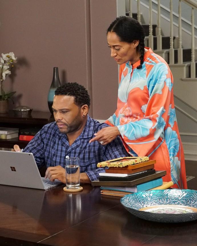 Black-ish - Season 3 Episode 22:  All Groan Up