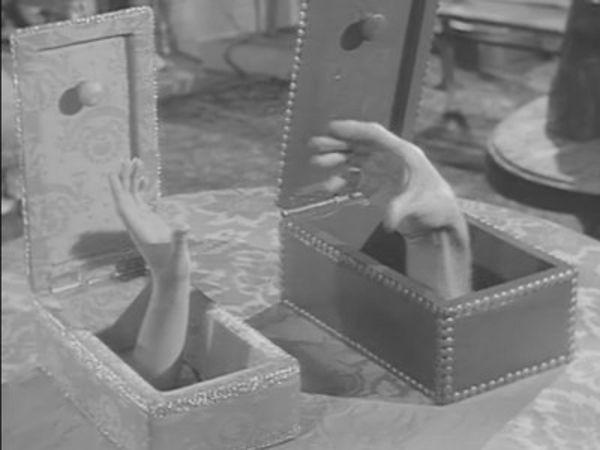 The Addams Family - Season 2 Episode 04: Morticia Meets Royalty