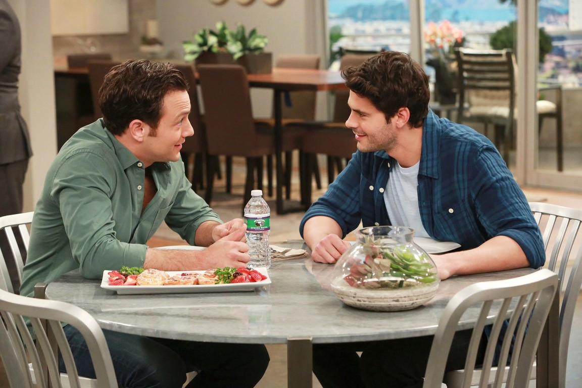 Young and Hungry - Season 2 Episode 19: Young & Younger Brother (1)