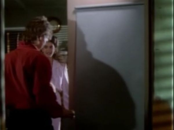 MacGyver - Season 4 Episode 01: The Secret of Parker House