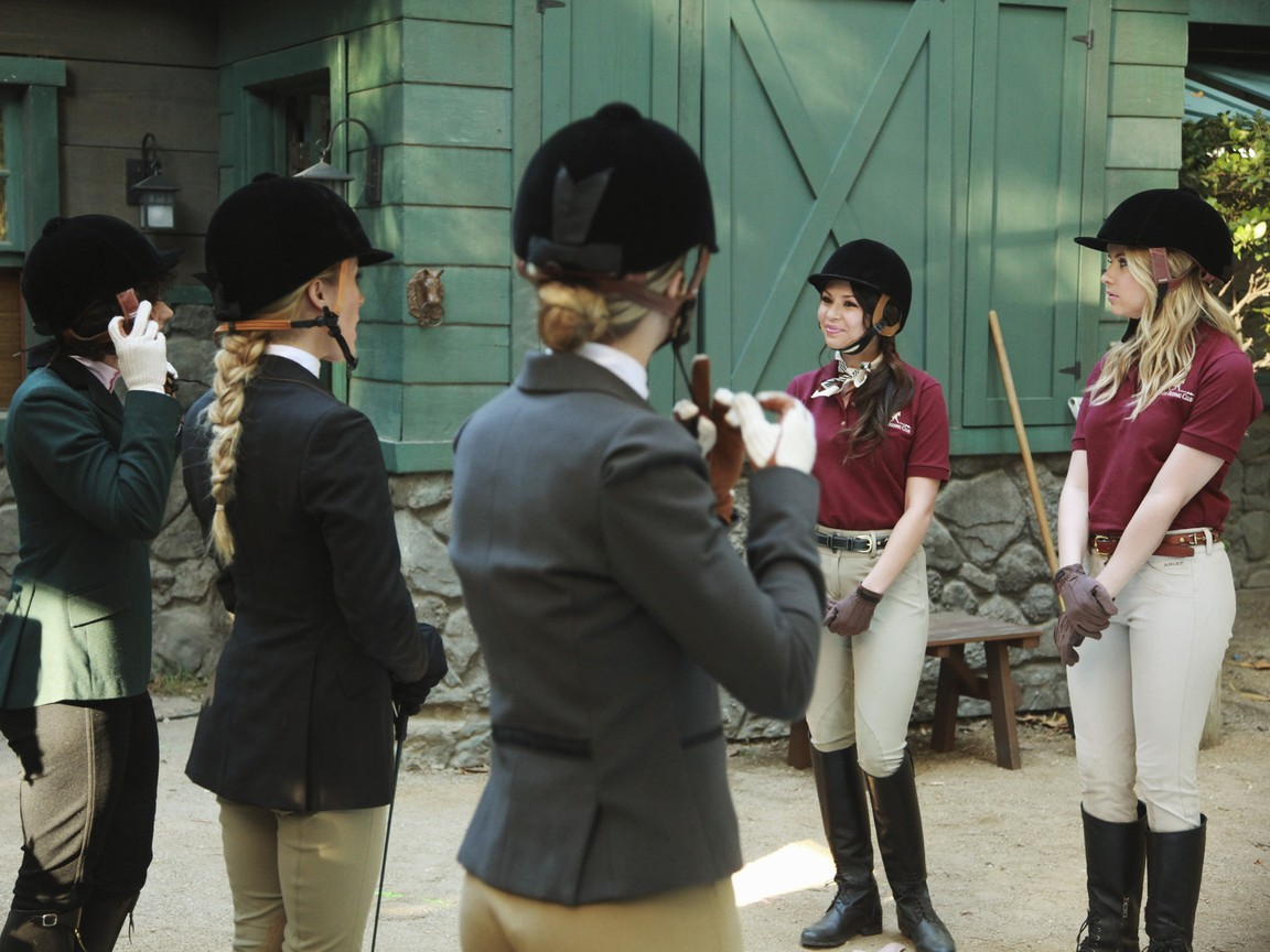 Pretty Little Liars - Season 2 Episode 10: Touched by an 'A'-ngel