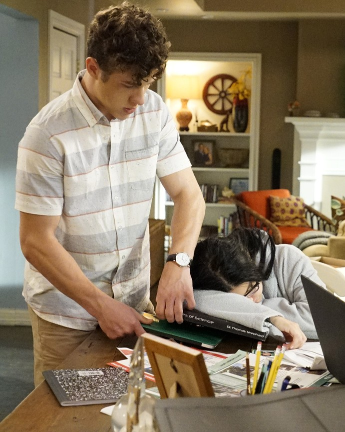 Modern Family - Season 8 Episode 02: A Stereotypical Day