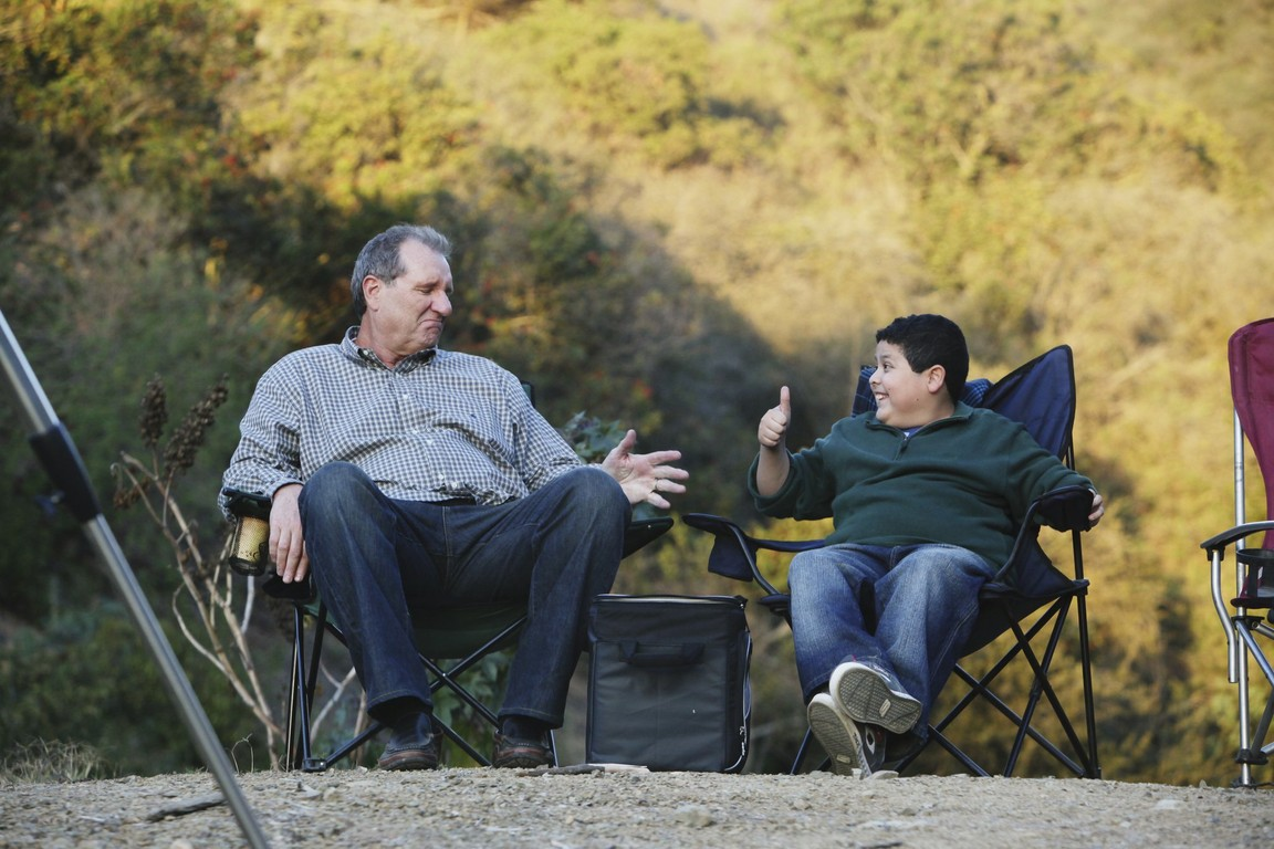 Modern Family - Season 1 Episode 18: Starry Night