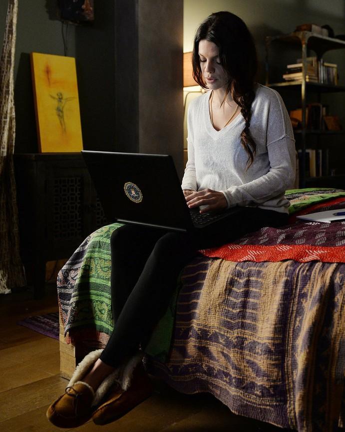 Graceland - Season 3 Episode 10: Master of Weak Ties