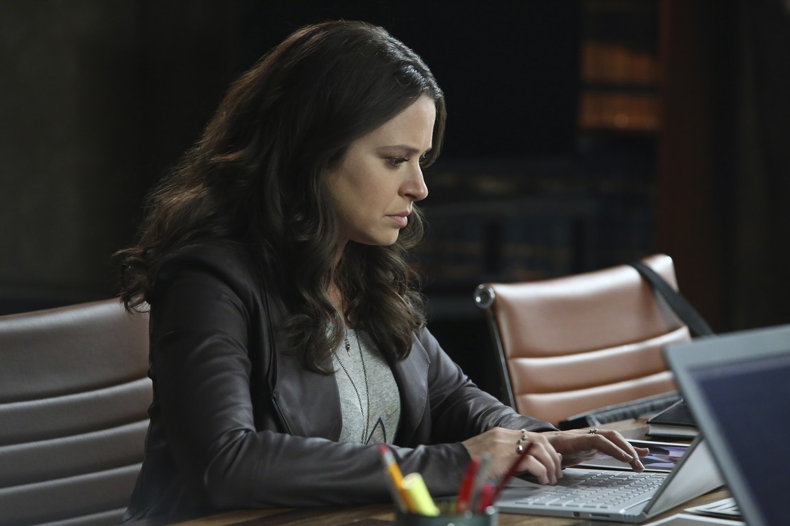 Scandal - Season 5 Episode 10: It's Hard Out Here for a General