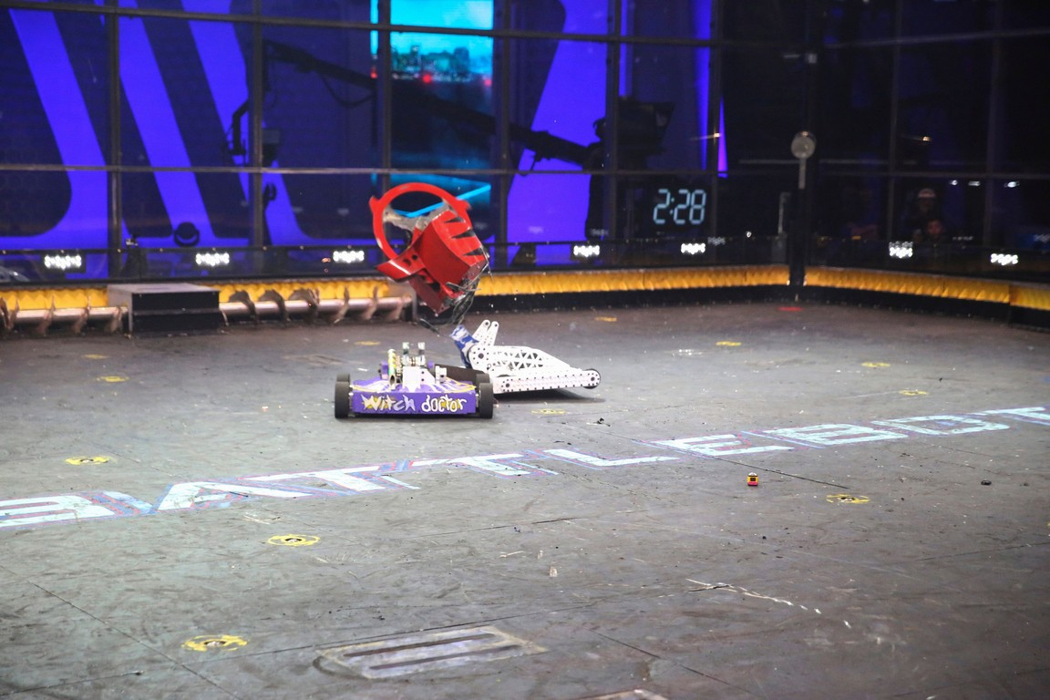 BattleBots - Season 2 Episode 08-09: Gr8 Expectations: The Quarterfinals - One Shining Bot: The Championship