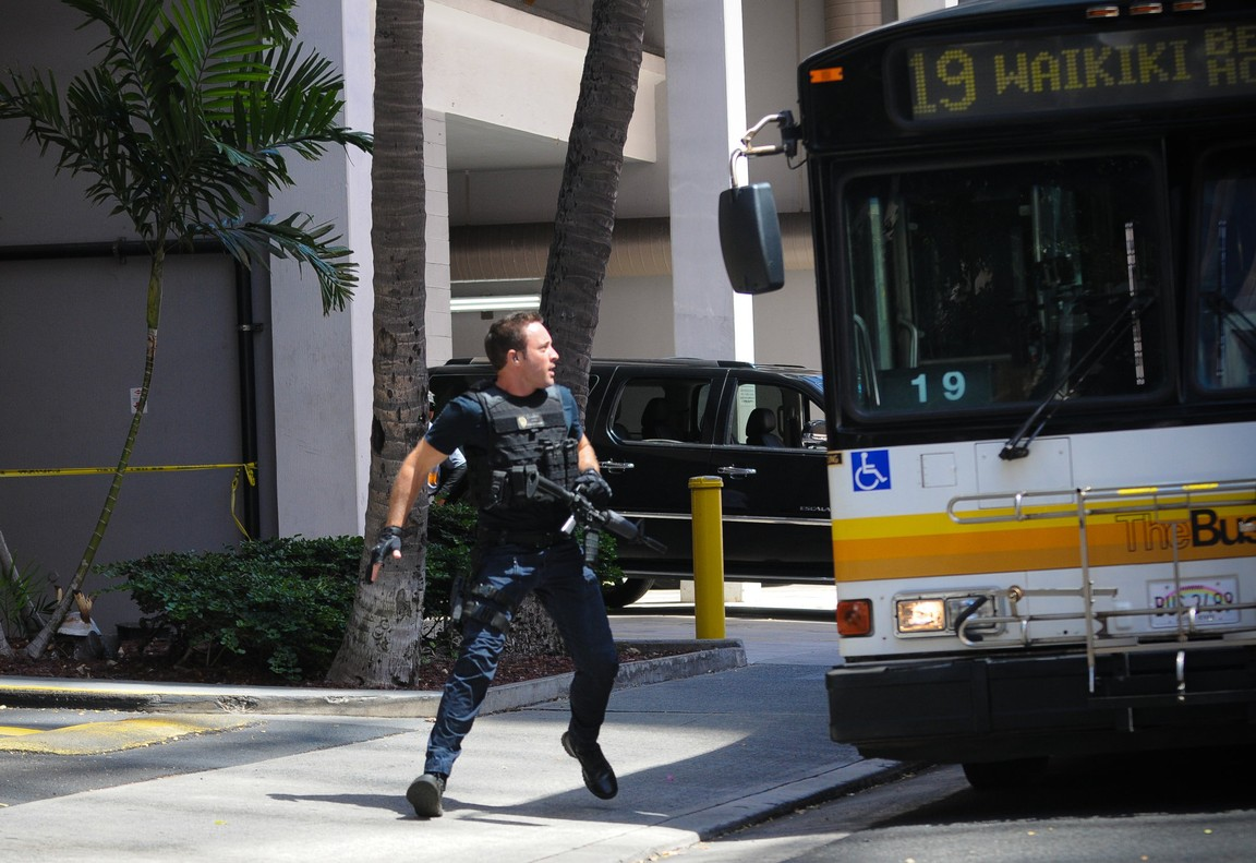Hawaii Five-0 - Season 6 Episode 24: Pa'a ka 'ipuka i ka 'upena nananana