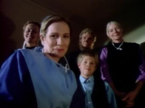 MacGyver - Season 4 Episode 03: The Outsiders