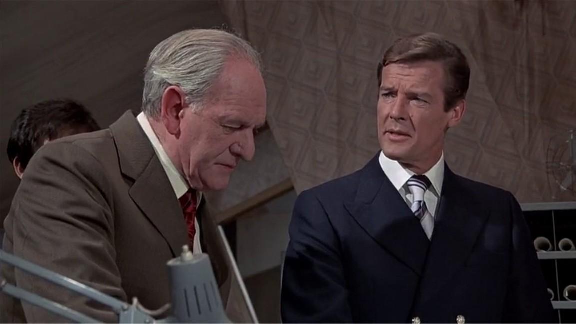 The Man With The Golden Gun (james Bond 007)