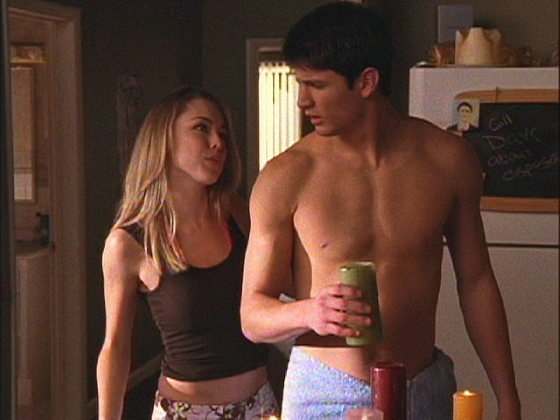 One Tree Hill - Season 2 Episode 13: The Hero Dies in This One