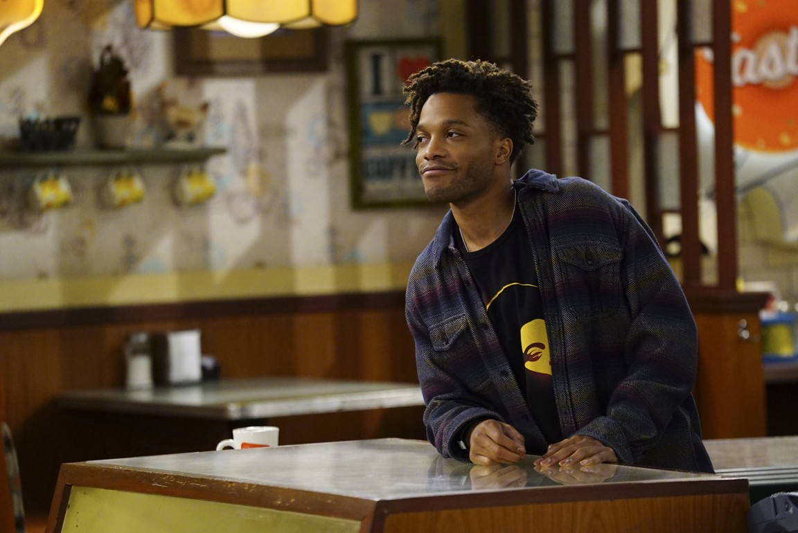 Superior Donuts - Season 2 Episode 19: The Icemen Cometh