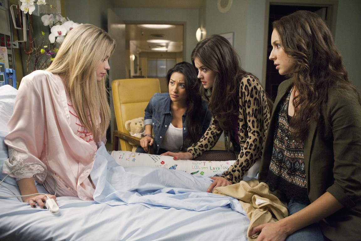 Pretty Little Liars - Season 1 Episode 11: Moments Later
