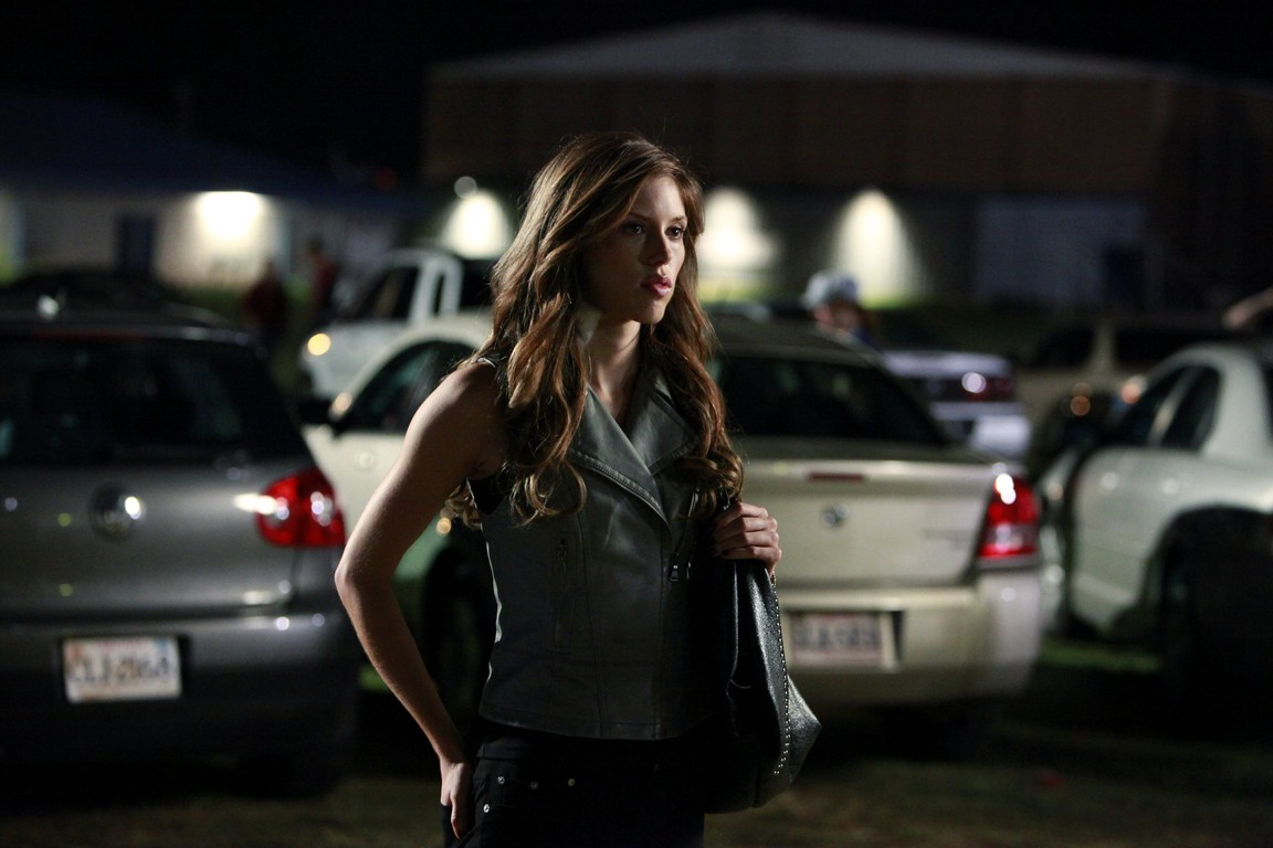 The Vampire Diaries - Season 1 Episode 03: Friday Night Bites