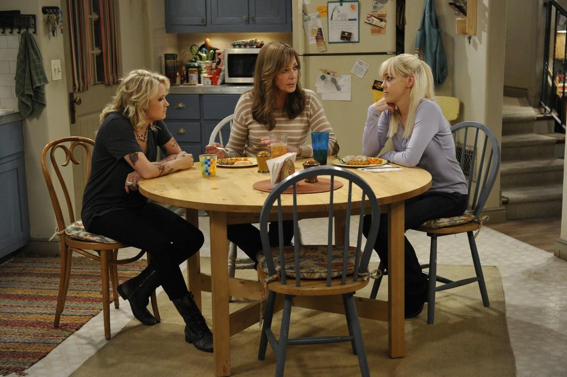Mom - Season 3 Episode 03: Mozzarella Sticks and a Gay Piano Bar
