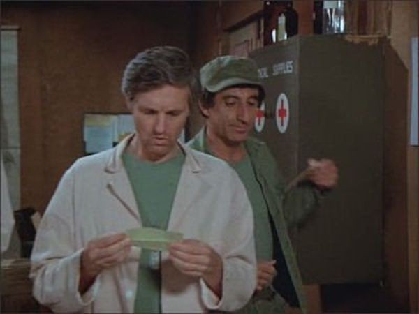 M*A*S*H - Season 8 Episode 18: Old Soldiers