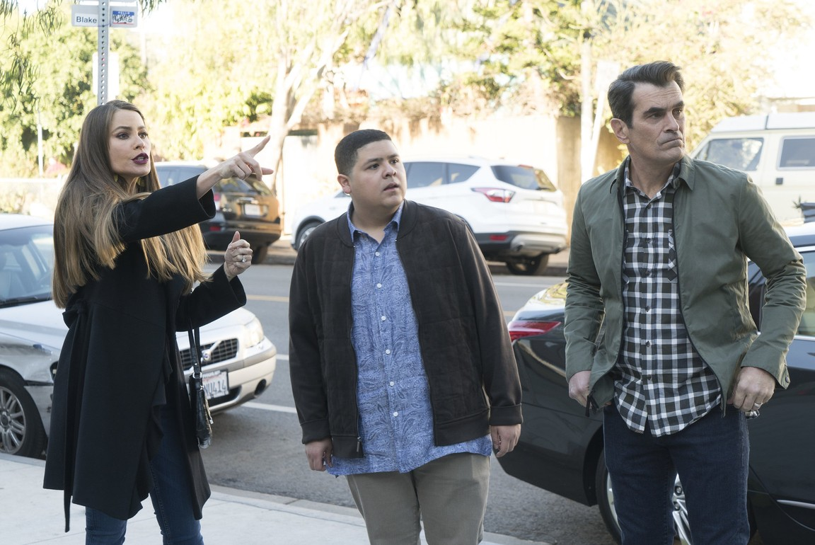 Modern Family- Season 9 Episode 13: In Your Head