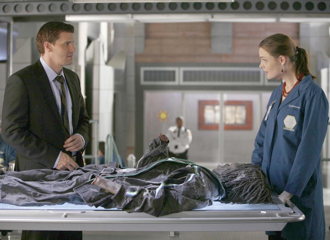 Bones - Season 1 Episode 06: The Man in the Wall