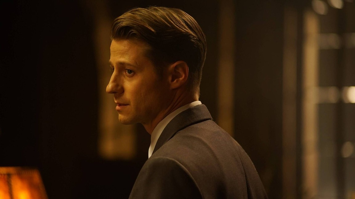 Gotham - Season 3 Episode 11: Mad City: Beware the Green-Eyed Monster
