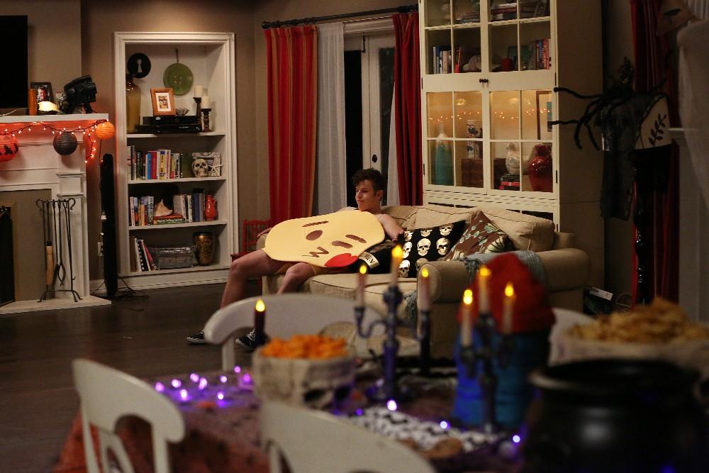Modern Family - Season 8 Episode 05: Halloween 4: The Revenge of Rod Skyhook
