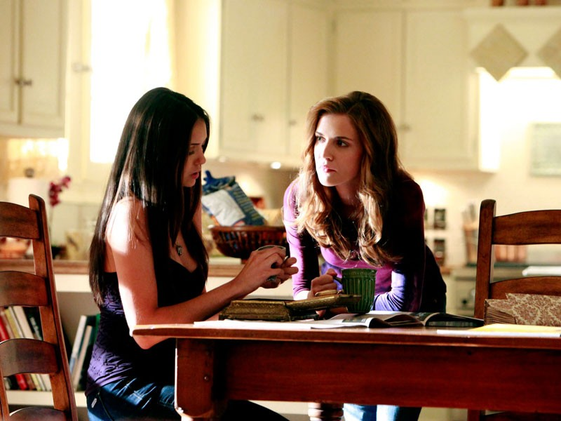 The Vampire Diaries - Season 1 Episode 04: Family Ties
